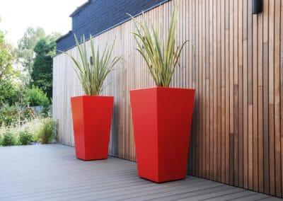 bac de jardin rouge