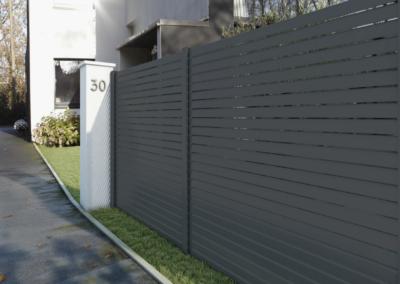 clôture aluminium gris anthracite ajouré 49